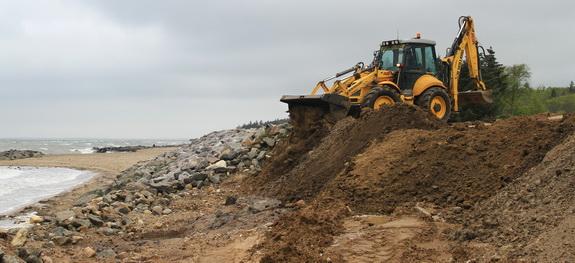 Reparationerne på kysten efter stormene i vinteren 2011-12 har sat præg på regnskabet for kystbeskyttelseslaget. 2012 endte med et underskud på godt 114.000 kroner. (Foto: Peter Jessen)