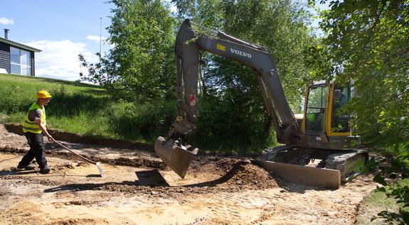 Arkæologerne har i forbindelse med kloakeringsarbejdet undersøgt jorden ved Hostrup Strand for oldtidsspor. Foto: Peter Jessen
