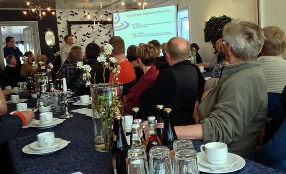 Borgermødet om 2. etape af kloakeringen ved Hostrup Strand trak 130 lodsejere til Spøttrup Kro. Foto: Ingrid M. Schmidt