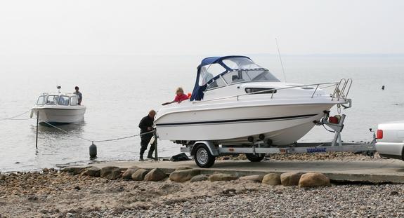 Bådfolket vil gerne have udvidet rampen på bådophalerpladsen, så det bliver nemmere at bakke ned til vandet med båden. Foto: Peter Jessen